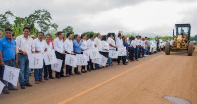 Dávila pone en marcha modernización de caminos en beneficio de miles de familias